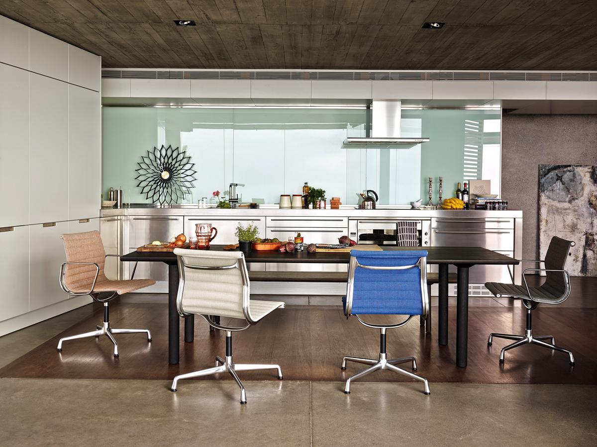 vitra-aluminium-chair-ea101-ea103-ea104-ambiente-04_zoom