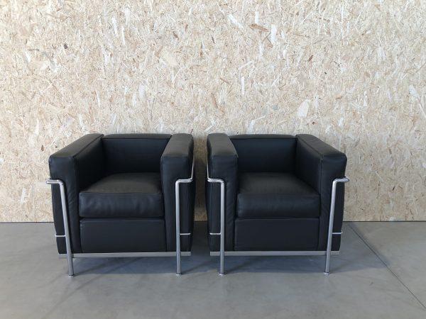 Verkocht, sorry! CASSINA LC2 fauteuil – Gloednieuw